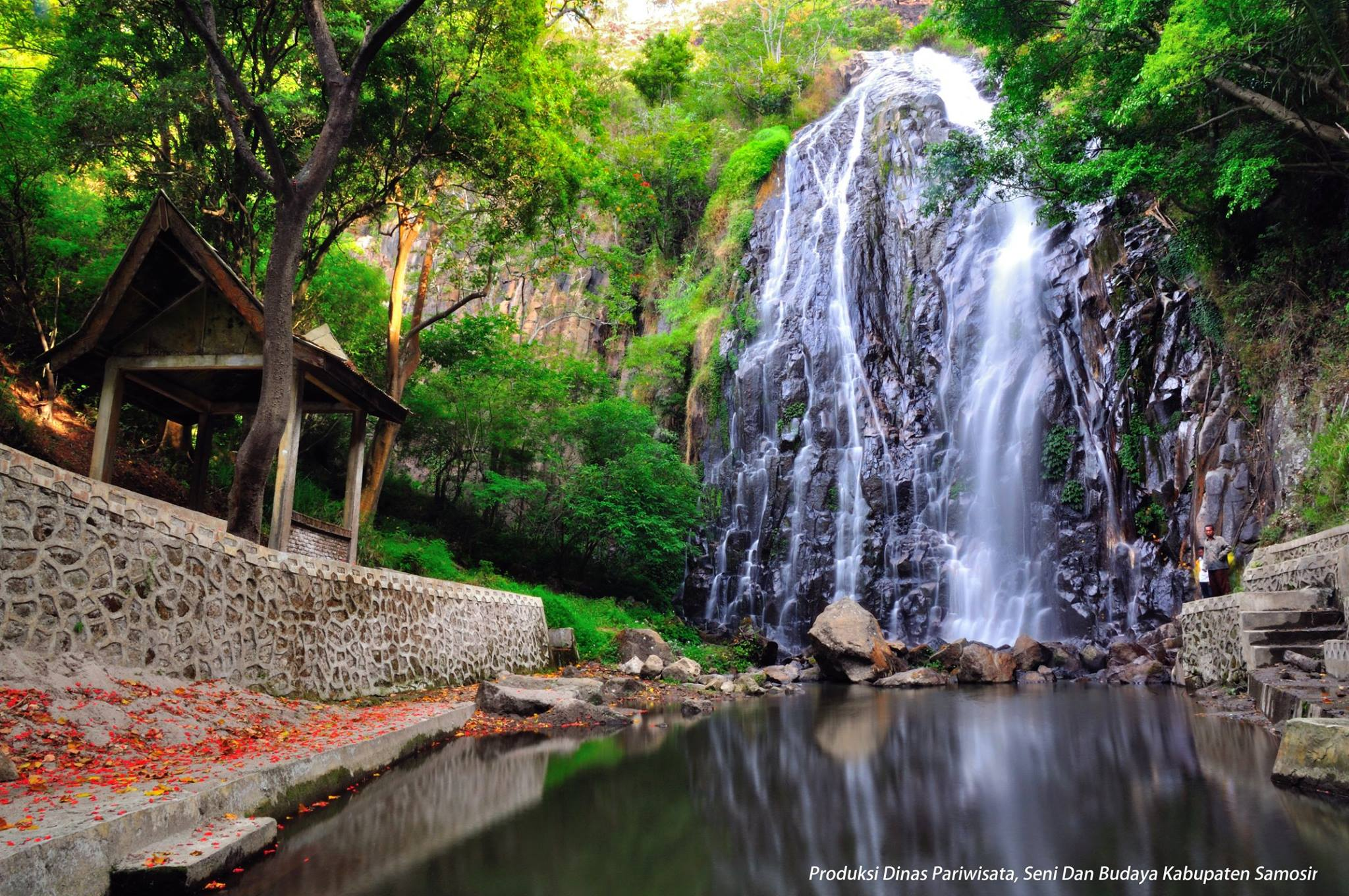 Indahnya Air Terjun Sampuran Efrata, Primadona Samosir